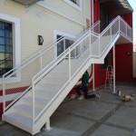 Obra escola - escada saida de emergencia